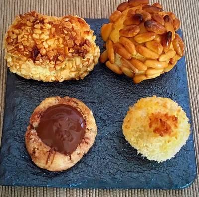 Panellets (de piñones, de almendra, de coco y de chocolate)