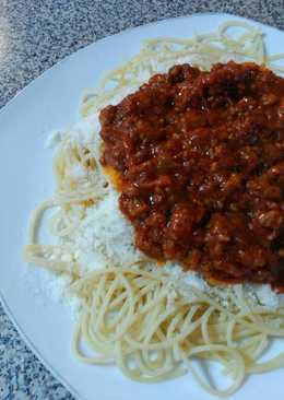 Espagueti de maíz a la boloñesa con queso parmesano