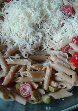 Pasta integral con aceitunas, almendras y anchoas