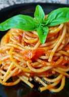 Spaguettis al tomate