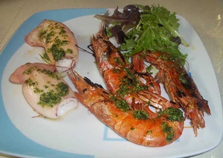 Calamares y gambones plancha receta de kiko cookpad - Limpiar calamares pequenos ...
