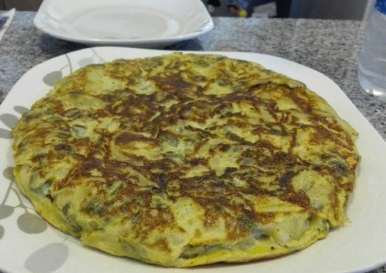 Tortilla de cebolla, patata y pimiento Verde