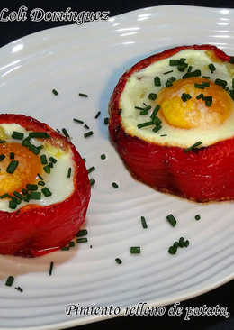 Pimiento relleno de patata, bacon o beicon y huevo