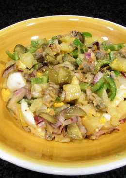 Ensaladade berberechos, huevos, pepinillos encurtidosy patatas