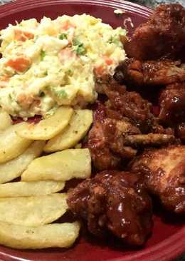 Alitas de pollo a la barbacoa  Con ensalada fría