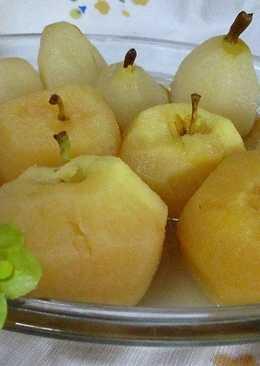 Manzanas y peras hervidas en almíbar dietético