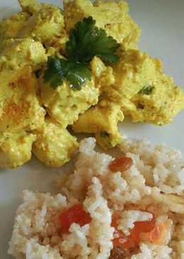 Pollo al curry, con arroz basmati y frutas secas