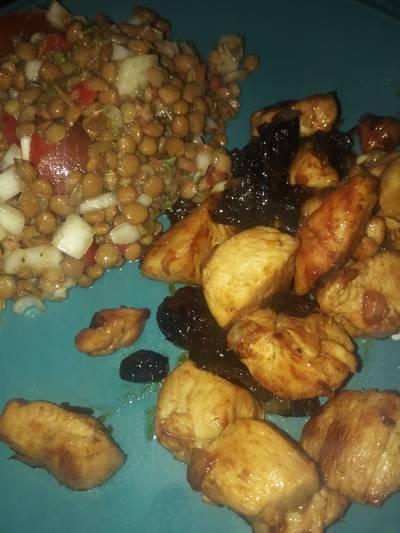 Ensalada de lentejas y pollo al wok