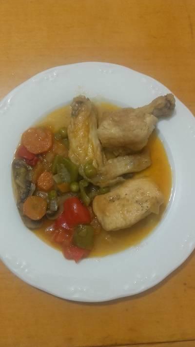 Pollo con verdura guisado
