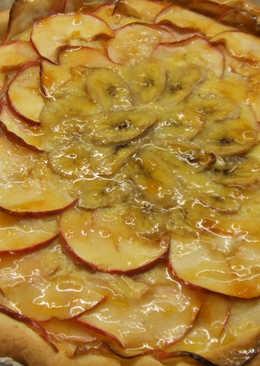 Tarta rústica de manzana y plátano