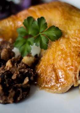 Pollo relleno de castañas, manzanas y ciruelas