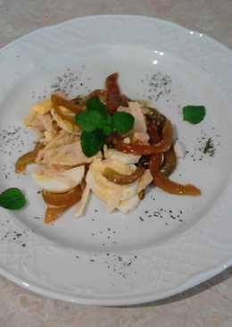 Ensalada de pimiento rojo, atún y huevo duro
