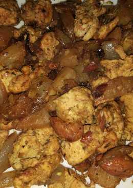 Pollo al curry con piña y almendras