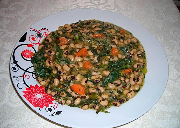 guiso de alubias careta con ortigas y zanahorias vegana