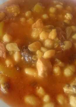 Potaje de garbanzos y habichuelas y con patatas