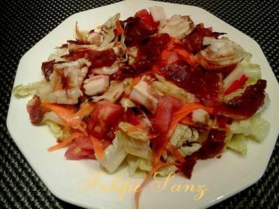 Ensalada templada de surimi y jamón serrano