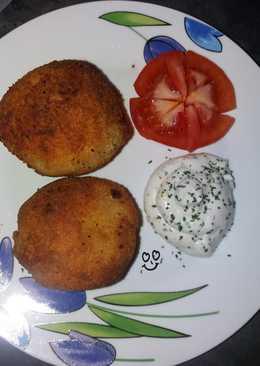Patatas bomba rellenas de champiñón y setas con salsa alioli