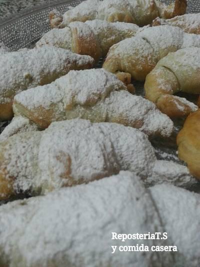 Croissant de hojaldre relleno de nutella