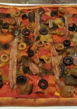 Coca de verduritas con anchoas