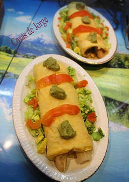 Tortilla con espárragos, guacamole y atún