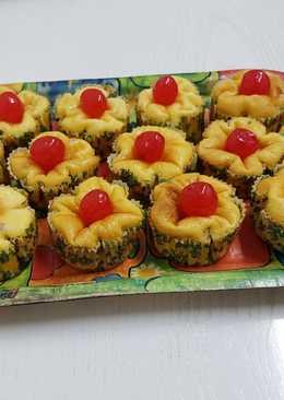 Flores de queso con cerezas en almíbar