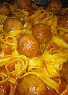 Nidos de espinacas con albóndigas