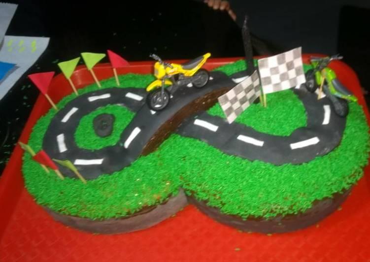 1714552e8e Torta de cumpleaños pista de carreras Receta de Cami - Cookpad