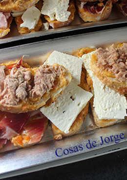 Rebanadas de queso, atún y jamón