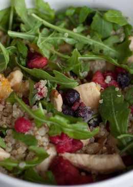 Ensalada de quinoa con frutos del bosque