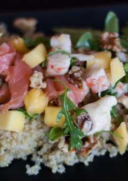 Ensalada de quinoa con mango y salmón
