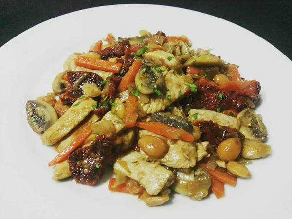 Pechugas de pavo con almendras y tomates secos