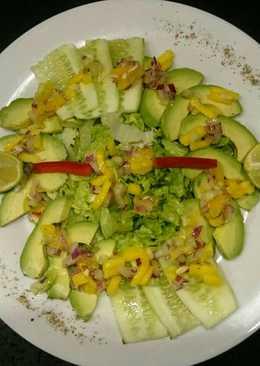 Ensalada de Palta Lechuga y Pepino con vinagreta de Mango