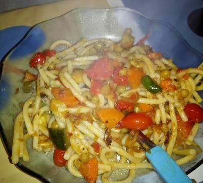 Fideos salteados con verduras