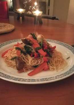 Wok de fideos de arroz con verduras