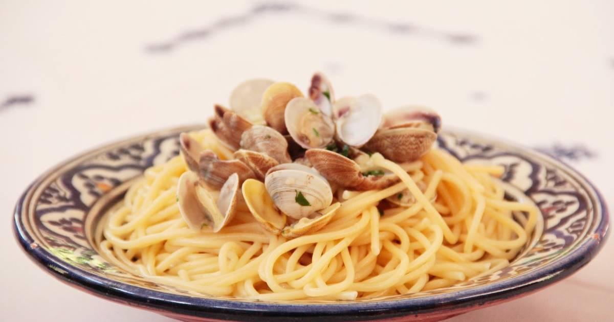 Spaghetti alle vongole o espaguetis con almejas receta de - Espaguetis con chirlas ...