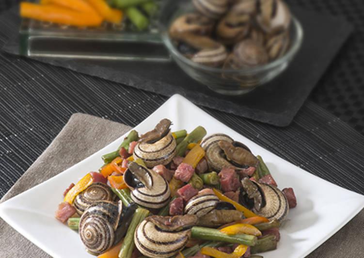 Wok de caracoles con verdura y jamón
