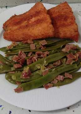 Salmón frito y judías verdes salteadas con jamón