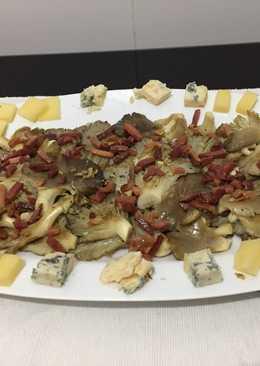 Setas a la plancha con jamón y quesos asturianos