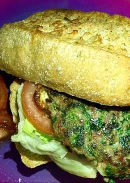 Hamburguesa casera de ternera, espinacas y queso de Cabra