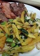 Lomo y presa ibérica con patatas y ajetes tiernos