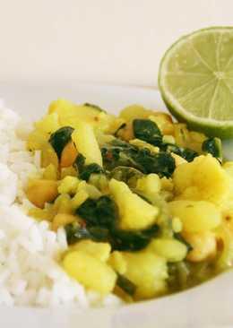 Coliflor, patatas, garbanzos y espinacas al curry
