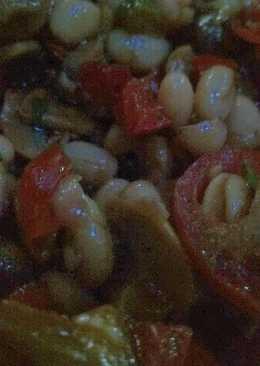 Ensalada templada de alubias con verduras asadas y setas