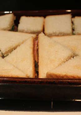 Pan de molde con lechuga y jamón cocido