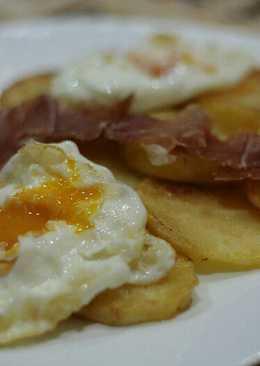 Huevos rotos con jamón muy fácil