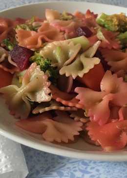 Pasta con brócoli y remolacha
