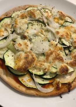 Pizza de calabacín y gorgonzola