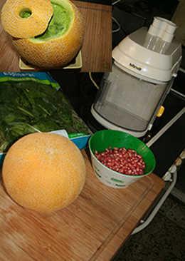 Melon con espinacas y granada