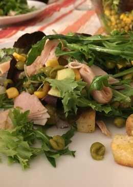 Cena en 10 minutos: ensalada completa con pavo