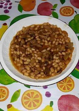 Estofado de habichuelas con ralladura de semilla de aguacate