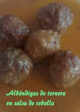 Albóndigas de ternera en salsa de cebolla